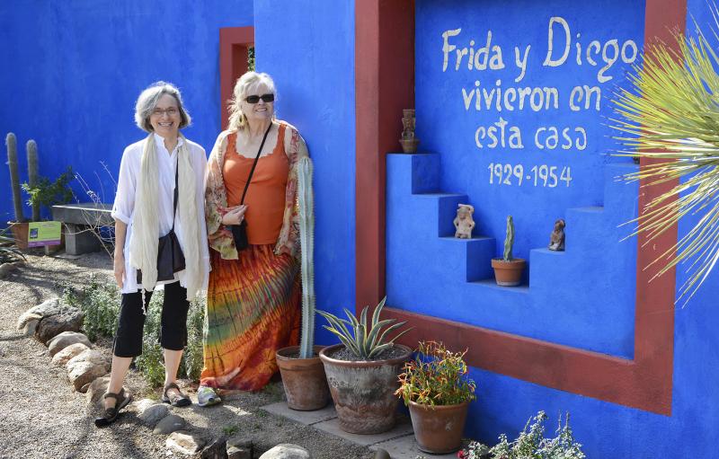 Posing  Frieda y Diego Email